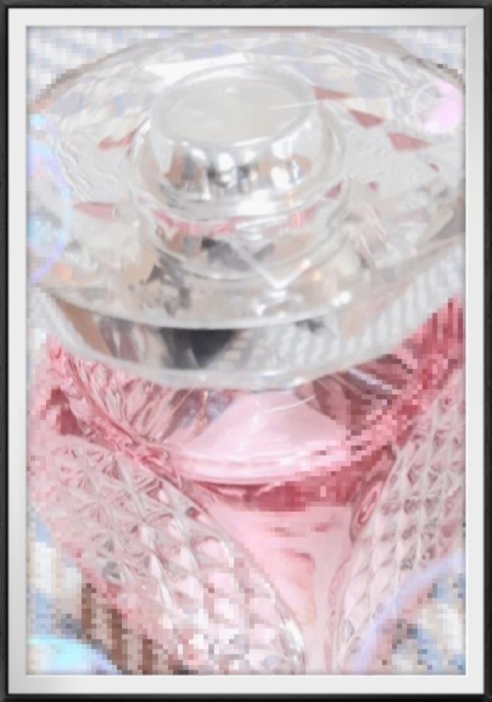 こちらの香水を探しているのですが、ブランド名と商品名を教えていただきたいです。 ご回答よろしくお願いします。 ※画像は拾い画像です。