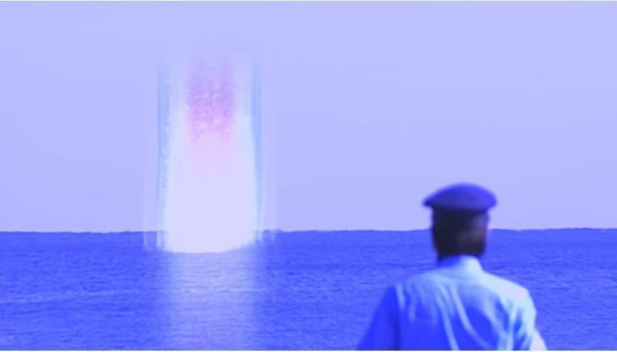 """『アンノウン事件が起き始める半年前、晴天の時に瀬戸内海の一か所だけ妙な光に包まれているのを目撃し、 行ってみるとそこに嵐に見舞われていた""""あかつき号""""を発見した氷川』 数あるアニメや特撮作品の中で「邪悪な存在が出現する以前に起きた、謎の不可思議な現象」と聞き、あなたは何を思い浮かべましたか?"""