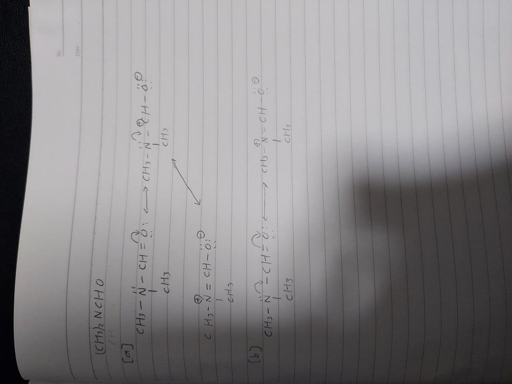 有機化学の共鳴構造についての質問です。 以下のような物体の共鳴構造について答えは(a)なのですが、(b)のように巻き矢印を2つ使って省略して書いてはいけないのでしょうか? 有機化学に詳しい方教えていただきたいです。