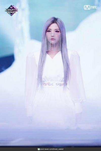 (G)I-DLEのソヨンちゃん、最近好きになったんですけど、 このステージのソヨンちゃんいつもと雰囲気が違うと思ったんですけど、なんでですかね、、???