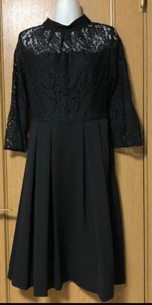 こういう首元のドレスに一連の真珠のネックレスは合わないでしょうか? 親族として結婚式に参列する予定です。