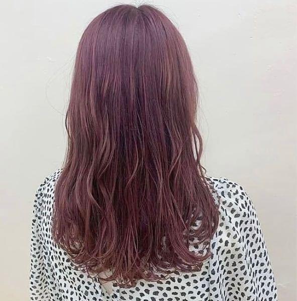 ツルハドラッグでアルバイトする場合この髪色だと厳しいですか?(インスタから画像借りました) この色に染めたいのですが、もしダメなようなら他の緩そうなバイトにしようかなと思っています。 何の何番...