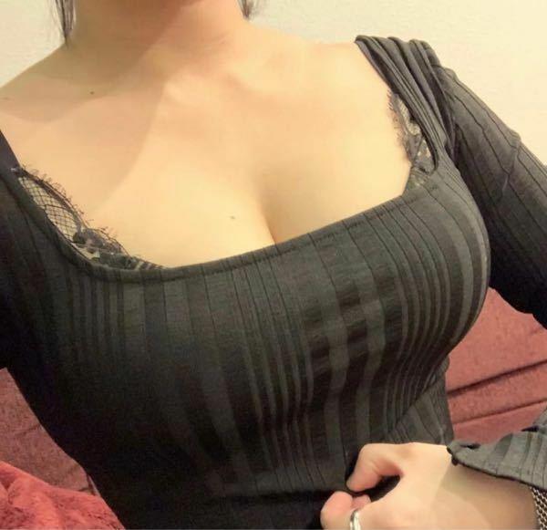 彼女がデートでこういう谷間が見える服装をしてきたら何か言いますか?