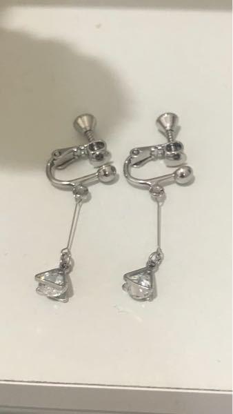 このイヤリングにはどんな服装が似合うと思いますか?