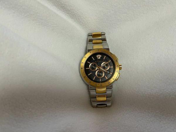 Versaceの腕時計なのですが これの新品の価格は何円ですか?