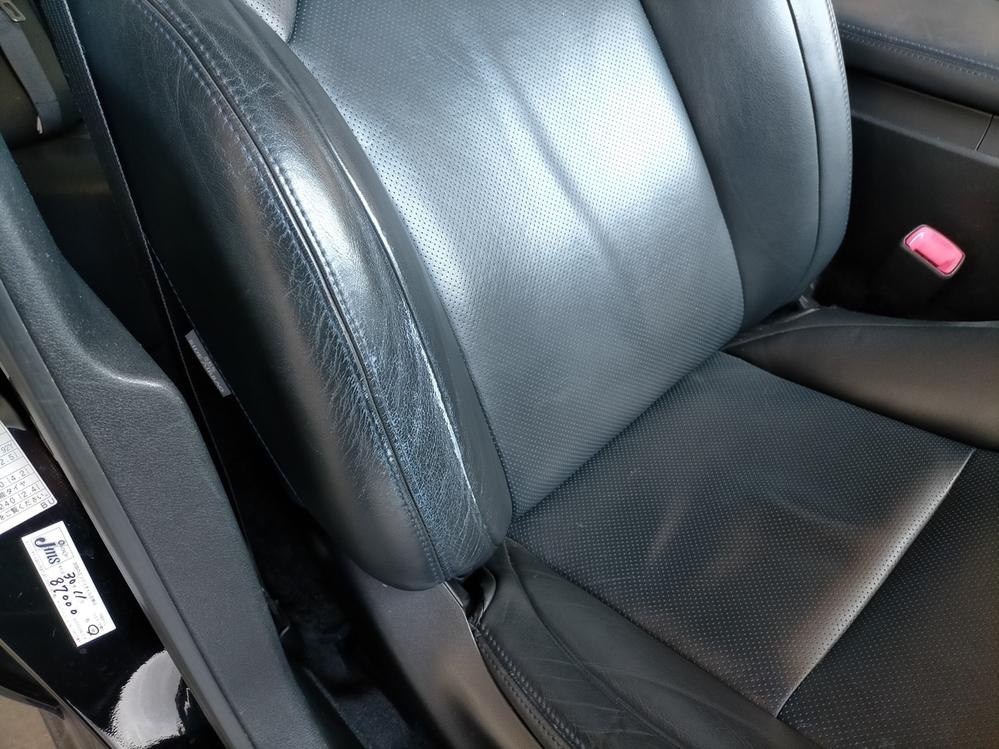 なぜシートて左右共通に設計しないのですか。 ・・・・・・・・・・・・・・・・・・・・ 普通シートて運転席専用シート。助手席専用シートですが。 なぜ左右共通設計のシートにしないのですか。 ・・・・・・・・・・・・・・・・・・・・ 15万km越えのクラウンとかプリウスに乗ると運転席のシートだけが擦りきれて。クッションもペタペタになっていますが。 よく分からないのですが。 左右共通だったら助手席...