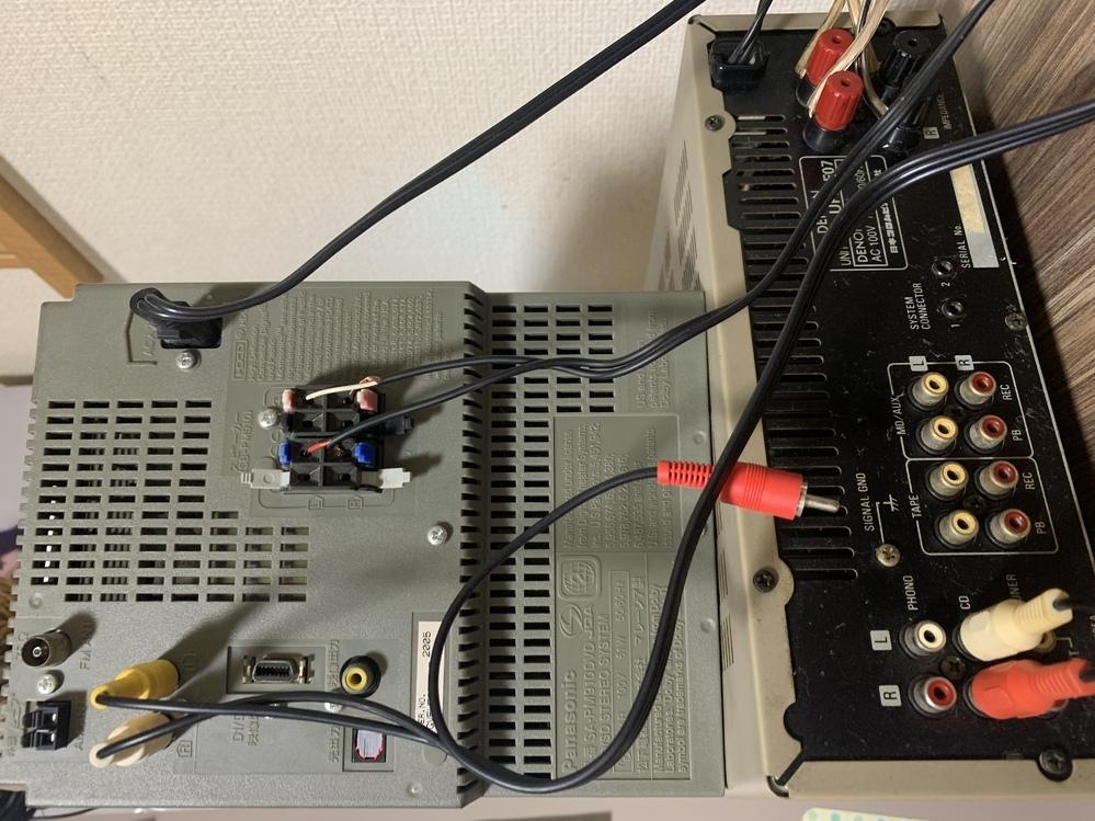 オーディオとアンプが繋げない。 オーディオ側が8箇所直結で アンプは赤白2本しかないです、、 どうしたらいいでしょうか??