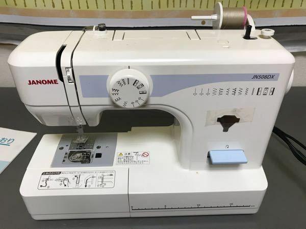 ミシンの上糸の使い方について ジャノメのシンプルなミシンを使っているのですが、上糸が針から外れることが多くて困ってます。原因が分かれば教えて下さい。 例えば、【あ】を縫って、押さえを上げて、布をずらして、上糸、下糸を切ります。 次に【い】を縫おうと押さえを下げて、縫い始めると、上糸が流れて来なくて全く縫えてません。 上糸は針から外れていて、③の先でプランプランしてます。(③とは糸を掛けてい...