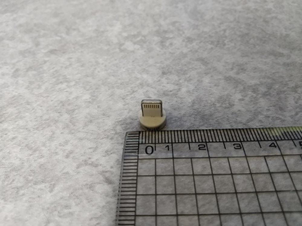 これは何ですかね?底に磁石が付いていて金属に付きます