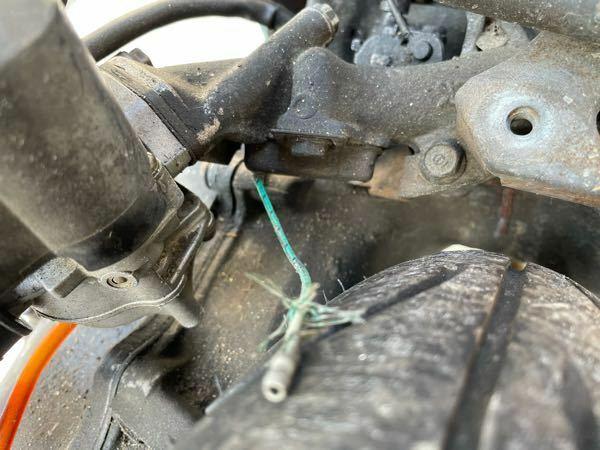 DIO ZX(AF35)です 画像のプラグが断線してしまったのですがどうしたらいいですか? 緑のプラグはエンジンの中に入ってます
