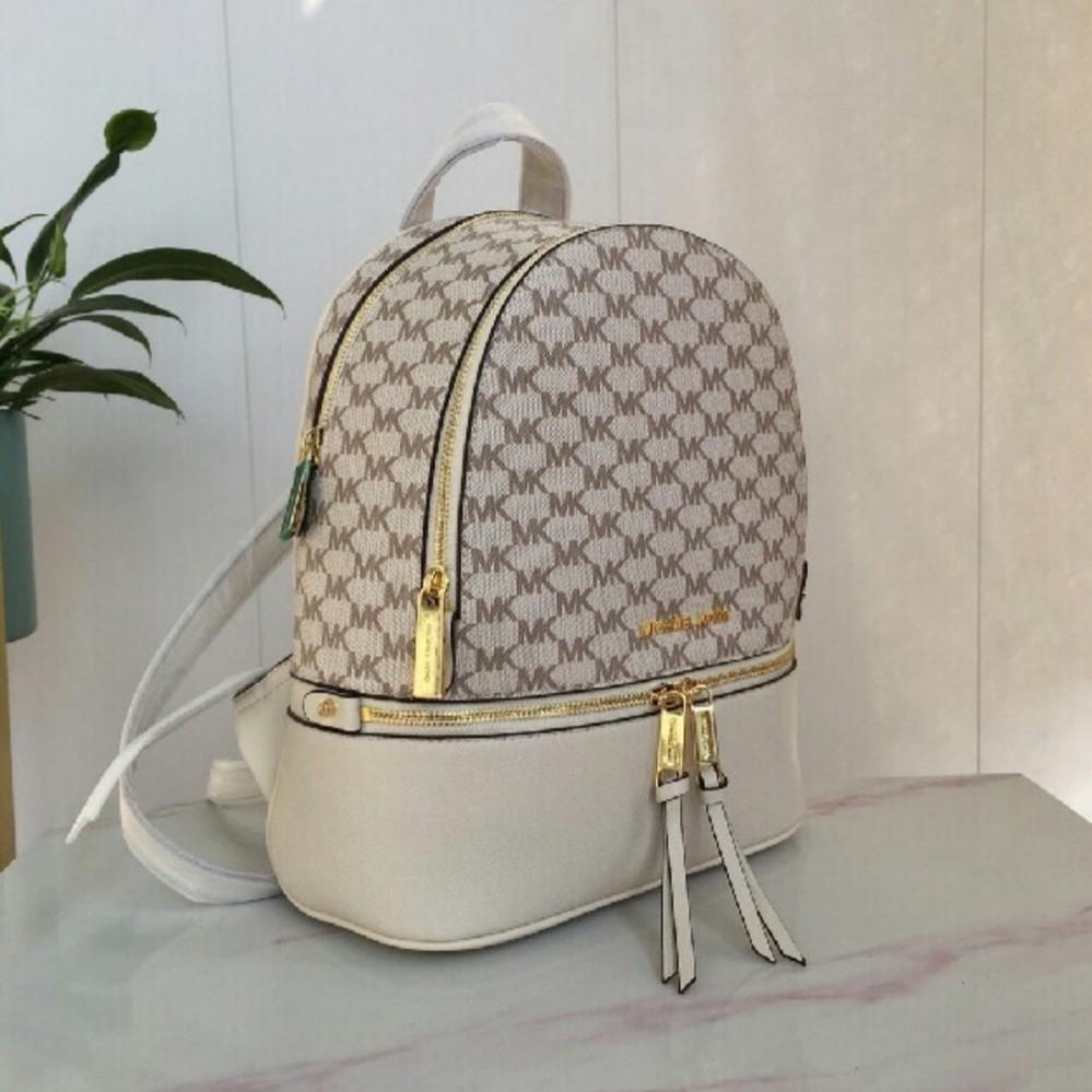 この画像のマイケルコースのバッグの型番を教えてください。