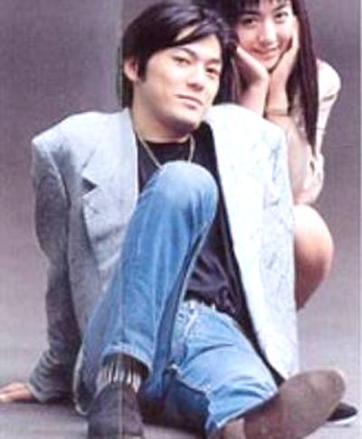 尾崎豊の後ろにいる女性は歌手?女優?どなたですか?