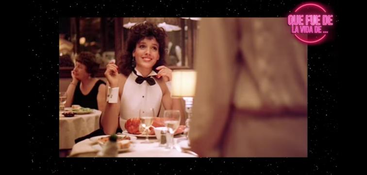 昔の話なのですが、映画「フラッシュダンス」中、レストランでボーイフレンドと食事を楽しむジェニファー・ビールスのノースリーブだが袖口だけはあるブラウス姿を目の当たりしたとき、非常にセクシーで格好良い印象 だったのですが、あれは何だったのでしょうか?当時のNYでのファッションの一つだったのか(他の映画などで見た事のない印象です。)、又は映画中、強いインパクトを出すためのオリジナルな技術の一つだったのでしょうか?
