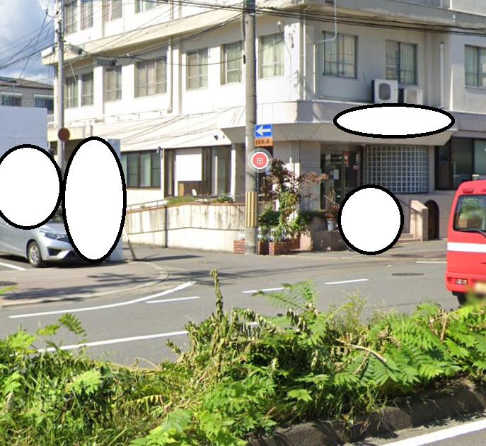 大通りから脇道に入る場所で一方通行の矢印って必要ですか? 入れないという表示の 「 → 」はわかります。 「 ← 」になっているなら必要なのか疑問です。 当然、「 ← 」の一方通行であれば、入ったところで、路地から出る場合は、進入禁止または一方通行表記があるからクルマ、バイクは来ませんよね? なんのために一方通行の「 ← 」があるのでしょうか? これって税金の無駄になっているのではないですか?