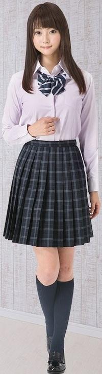 女子高生は、制服のチェックのスカートの下に何を履いているイメージ? . ブレザー姿の女子高生って、制服のチェック柄のスカートの下には いつもパンチラ対策に何を履いていそうなイメージを抱きますか?