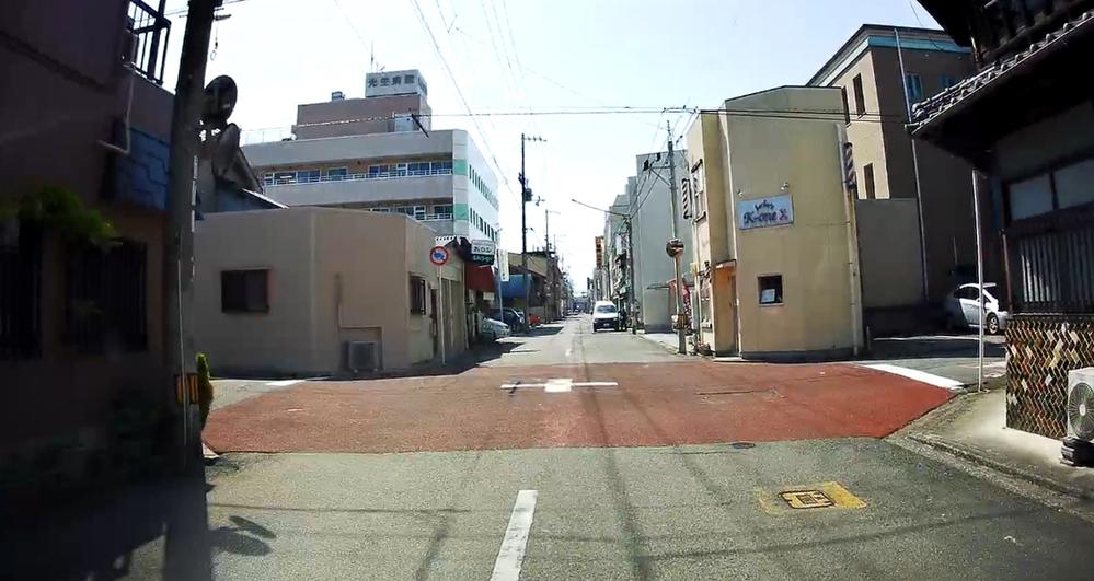 写真のように交差点の交差部分が赤いのは何か決まりがありましたっけ?