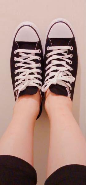 私は靴下が嫌いなので、よく写真のように素足でコンバースを履いてるのですが、中履きを敷いたほうがいいですか?また、どんなやつを敷いた方がいいですか