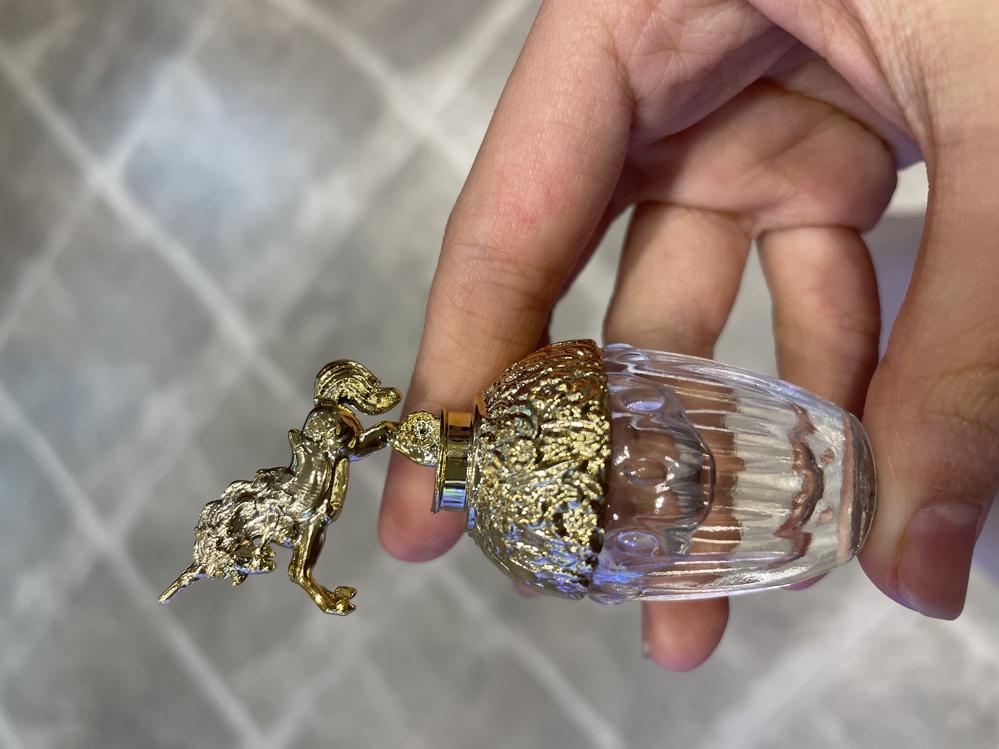 これってANNA SUIの香水ミニボトルの本物ですか?クレーンゲームで取ったのですが、 また本物を見分ける方法などあったら教えて頂きたいです。