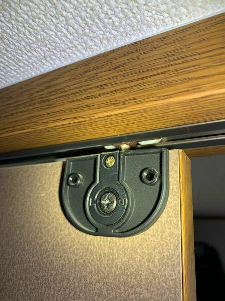 クローゼットの扉の外し方なのですか このタイプの外し方わかる方いらっしゃいませんか? メーカー等はわかりません。