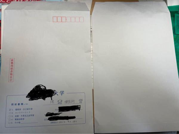 大学4年生です。書類について質問があります。画像の左側が表、右側が裏(何も書いてない)の封筒です。会社説明会で履歴書を手渡しする形です。 ①封筒の日付には提出日(4/28)を書いたのですが、履歴...