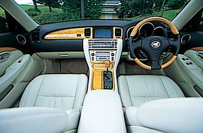 以下の条件の車を探しています。 値段、年式は一切問いません。国産・海外産等もこだわりありません。 ・オープン (ハード、ソフト、電動、手動、屋根無し等なんでも構いません) ・インパネが黄木目 (あるいは他のグレードやオプション等で黄木目がある) ・シートが白色 (あるいは白に近い色(アイボリーとか)) Ex: Toyota ソアラ430scv 高いものから安いもの、古いものから最...
