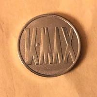 このコインは何でしょうか? スロット? ゲーセンのコイン?  だとしたらどこの店でしょうか?  ご存知の方がいたら教えてください。