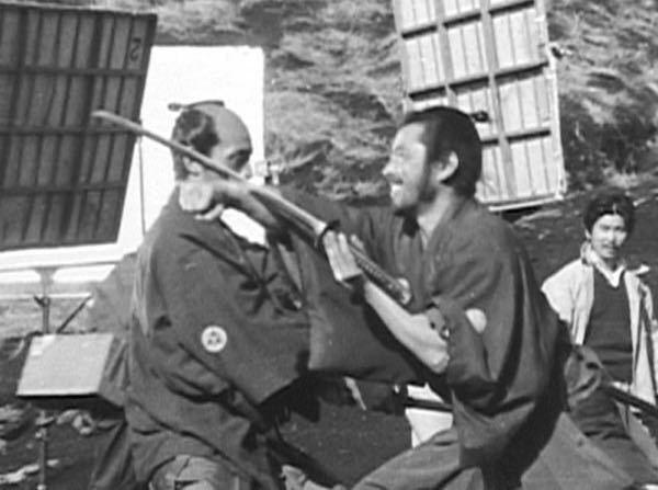 椿三十郎のラストシーンを反対側から撮影したと思われるこの写真は何という本に載っていたものですか?