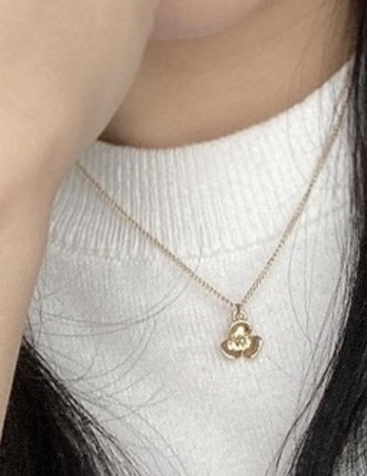 このネックレスはどこのブランドのものですか?