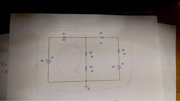 キルヒホッフの第二法則について この二つの閉路を使ってR1から右に流れる電流を求めたいです。全体の方の閉路方程式がわかりません。どなたか教えてください