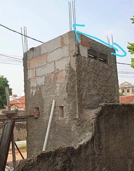 コンクリートの壁なんですが、このままセメントで塗りまくって、その後グラインダーとかで磨けばツルッとした感じになりますか?インダストリアルな雰囲気の壁(グレーのおしゃれなやつ)にしたいんですが、専用の塗 料とか、専用のセメントがあるんでしょうか?東南アジアに住んでまして、お洒落な感じとはかけ離れた職人にやってもらってるんですが、現状こんな感じで、完成形が全く見えてきません。