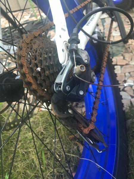 自転車のギアの部分が走行中にスポークに絡まりひん曲がってしまいました。この場合自分で直すならどの部分を交換すればよいですか??また、修理に出すとなるとどのぐらいの値段になるのでしょうか。