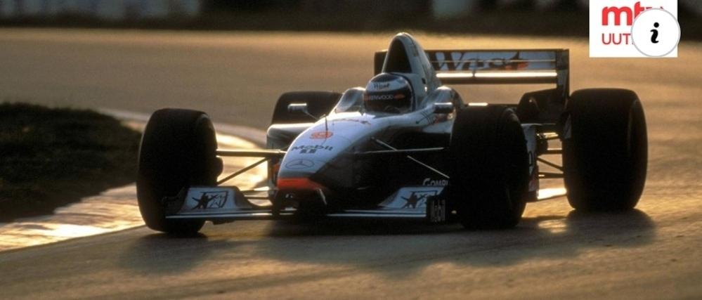 F1マシンではないようにお見受けしますが… 何故ミカ・ハッキネンがコレに乗っているのでしょうか?