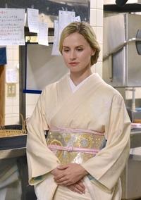 アジア日本人がドレスを着てもギコチナイのに、西洋人が中国や日本の着物を着ても似合うのは何故ですか?