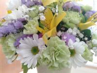 ドライフラワーを作るのに向き不向きの花はありますか? 頂いた生花をブリザーブドフラワーにと思いましたが、難しそうなので諦めました。  画像のお花はドライフラワーにできますか? 自分でつくるのも可能でしょうか。 可能な場合、作り方、気をつける点など教えてください。