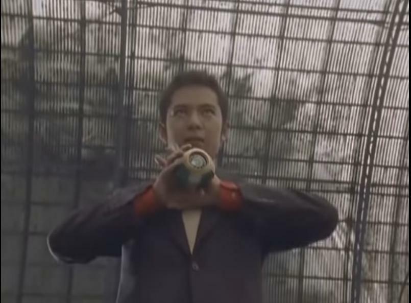 『鷹介たちがなりゆきで出会った探偵・柿生太郎がいきなりシュリケンボールを手に取り、シュリケンジャーへとシノビチェンジする』 数あるアニメや特撮作品に登場した「意外な人物がヒーローの変身者、またはロボットのパイロットだと判明した場面」の中で、あなたが一番驚いたのは何ですか?
