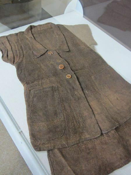 横井庄一さんが手作りした服にプラスチック製のボタンがついているのって、不自然ですよね?