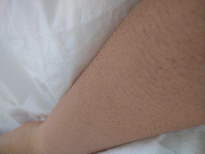 汚い写真すみません 腕と足がとても毛深い光一の女子です。 カミソリ?みたいなもので、剃ってはいますが、、、しっかりとは剃れません。除毛クリームを買ってみようと思うのですが、おすすめなのがあれば教...