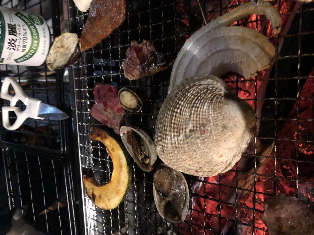この貝は何という種類でしょうか?食べられますか?至急回答お願いします! 白い大きめの二枚貝です。