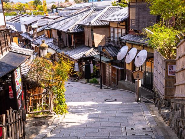 東京以外の地から東京へ行くことを「上京」と言いますが、日本の首都が東京である現在に、 京都以外の地から京都へ行くことを「上洛」と言うのは正しいのですか?