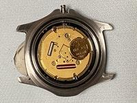 tagheuer タグホイヤー腕時計のリューズ取り外し方がわかりません。 タグホイヤー腕時計は2個ありまして、1個は リューズを抜くための「オシドリ」を押してリューズが簡単に取り外せましたが、別のタグホイヤー...