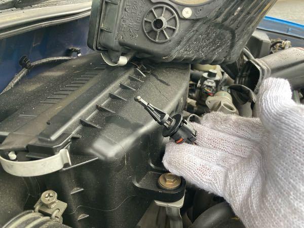 これは何かお教え下さい。 型番で調べると、温度センサーやエアフロメーターと出てきます。 エンジンはej15です。 探してるのはエアフロメーターです。 鷹目GG2