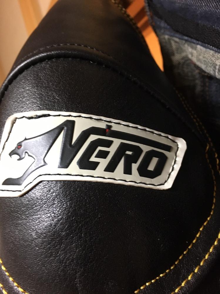 これは何ていうブランドですか? バイク用の革ジャンです。