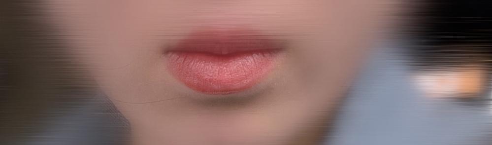 下唇すぐ下の厚みがひどいです ネットで調べると同じような人が数人いらっしゃいますが私が1番ひどい気がします。 歯並びは悪いのですが出っ歯とかではないです。寝てる時に無意識に唇が前に出ちゃったりしてるんですかね。 この変な厚みのせいで横顔も真顔も笑顔も全てブサイクになってしまいます。 口周りをマッサージしたりしてるのですが 悪化してる気がします… もうハサミでちょんぎっちゃいたい…… 矯正で治るようなものではないですよね、、? 整形しか手はありませんか?(><) 本当に悩んでるのでご回答よろしくお願いいたします。