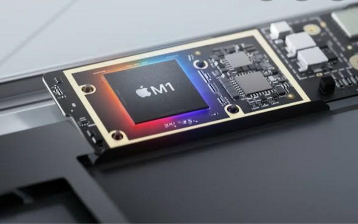 AppleのM1って実物も下の写真のような感じなんですか