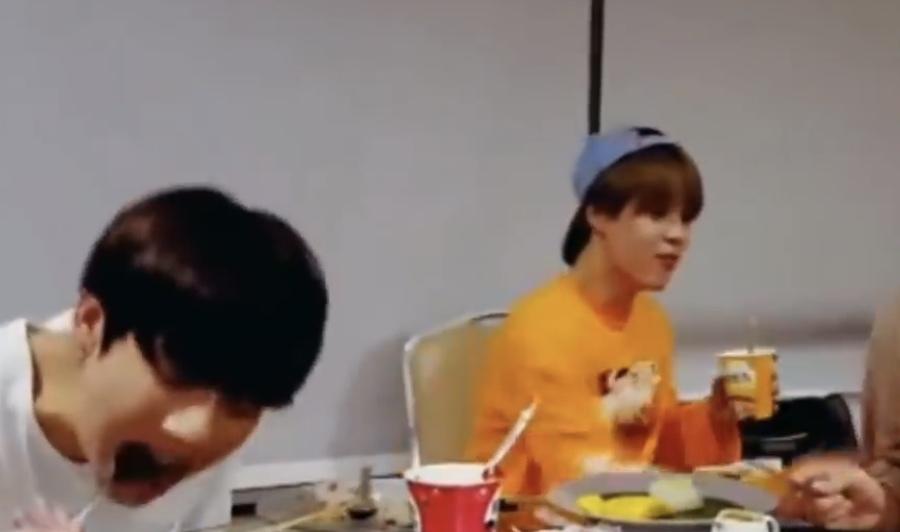このジミンちゃんの食べているカップ麺はなんという名前か分かる人いますか?