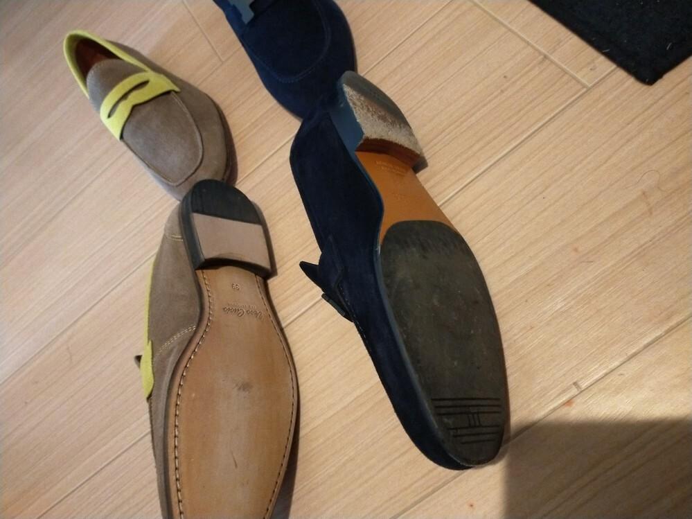 右のネイビーの靴はエルメスの15万の靴ですが、左のはいくら位に見えるでしょうか?