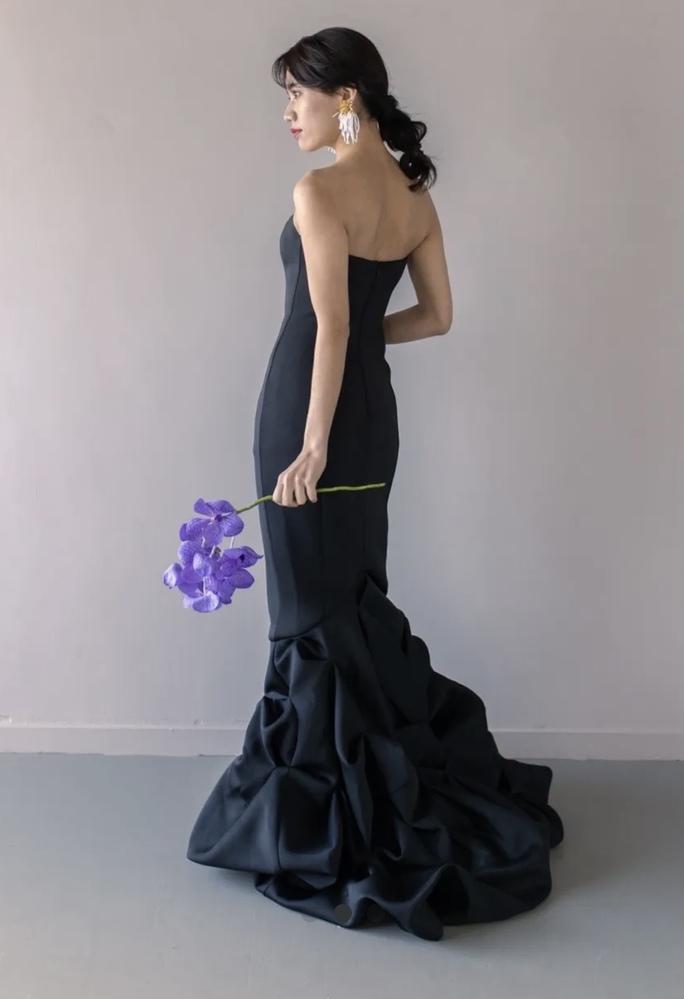 こちらのドレス、どちらの ブランドのものかわかる方いらっしゃいませんか???