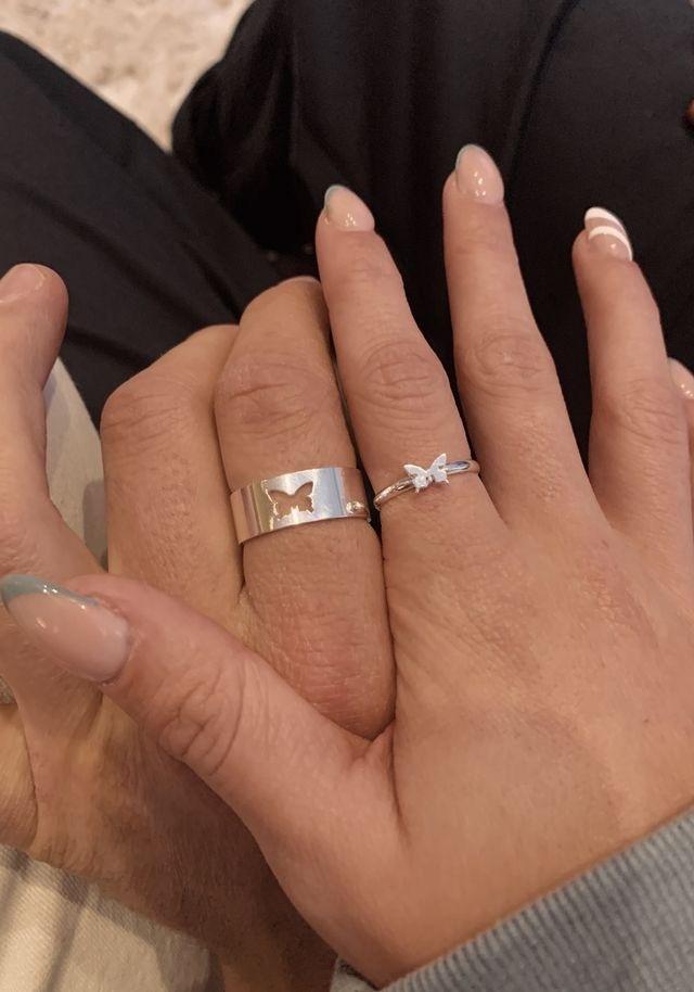 この指輪ってどこで売っていますか?ネット販売ですか?他にこの形以外のも見たことがあってどこで販売しているか知りたいです。