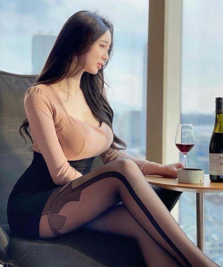 このファッションどう思いますか? 女子会や合コンに参加するファッションとしてありだと思いますか?