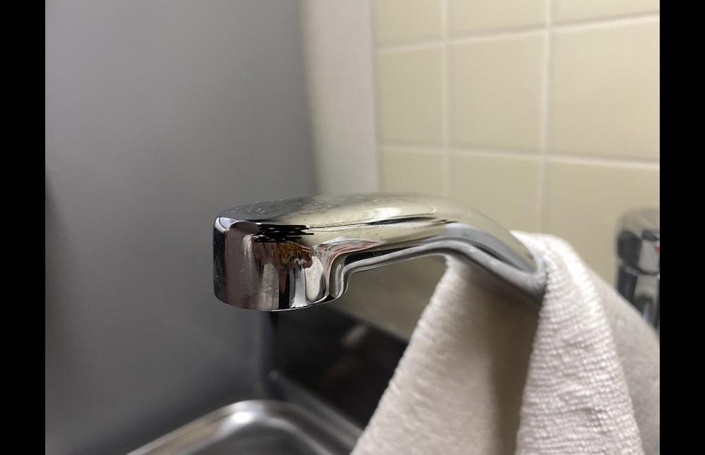 節水シャワーを取り付けたいのですが、 この形にあう物が見つかりません。 この形の場合、何というタイプに対応する物を買えばいいのでしょうか。
